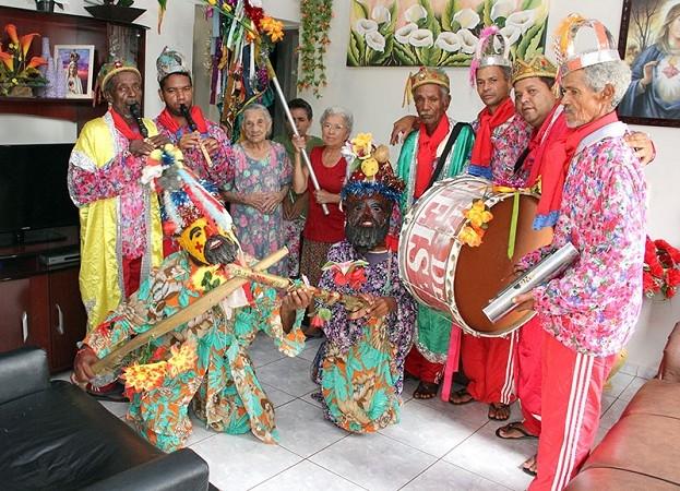 Grupo de Folia de Reis 'Estrela da Manhã' mantém tradição com apresentações pela região