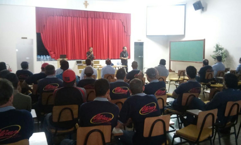 Polícia faz palestra sobre prevenção ao uso nocivo drogas, durante a semana  do SIPAT/2015, na empresa Olivar Móveis